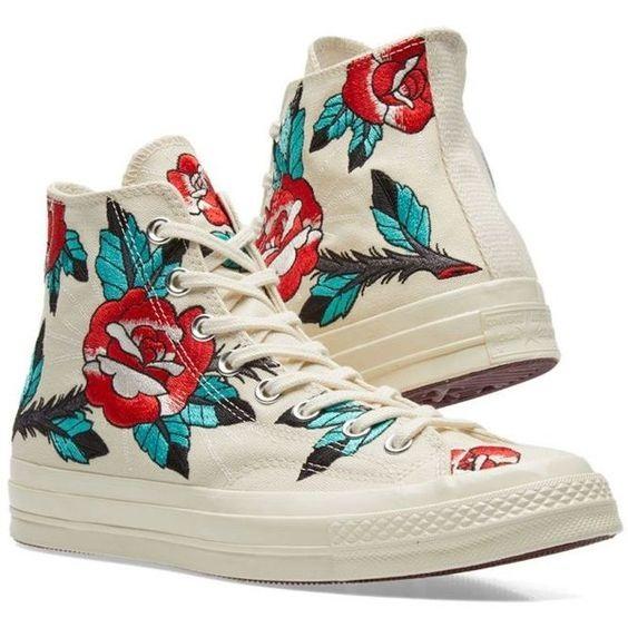 calçados com estampa de flores