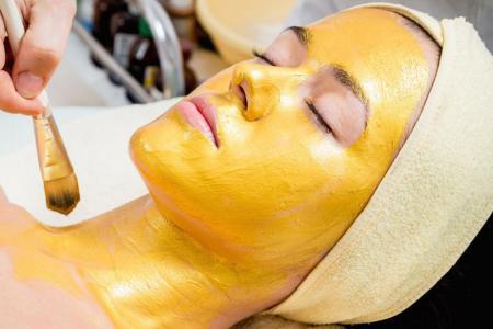 máscara de açafrão para a pele