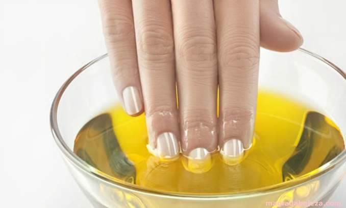 azeite de oliva nas unhas