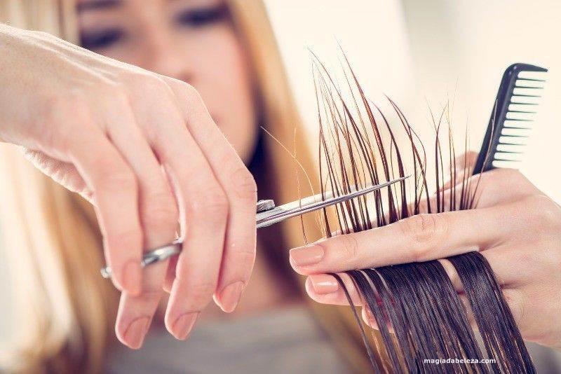 cortar as pontas do cabelo faz ele crescer mais rápido
