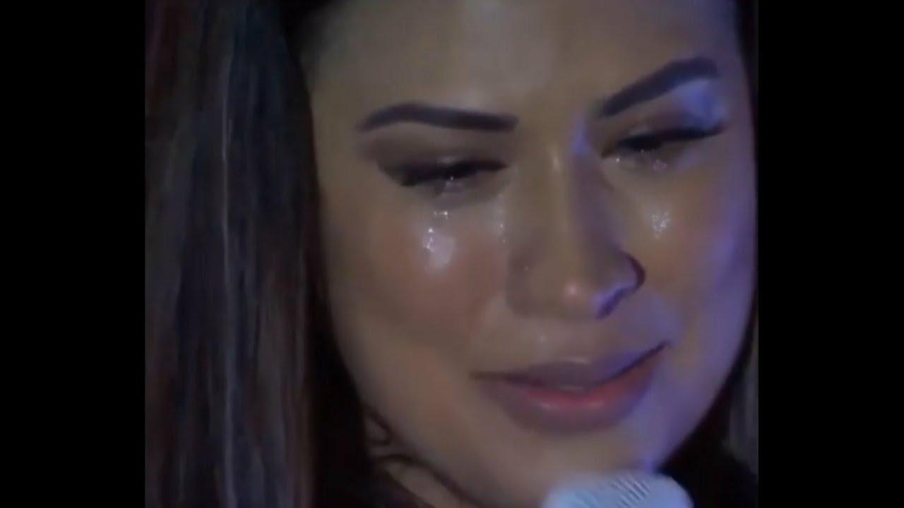 Simone chora ao se despedir dos palcos