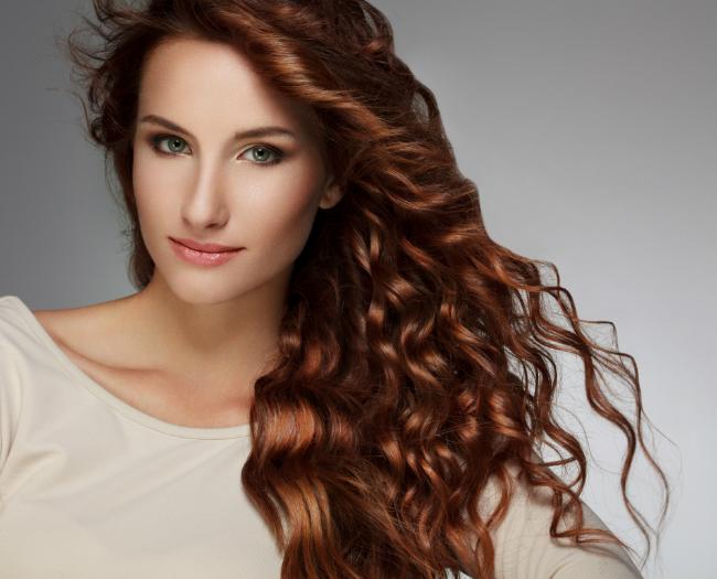 cabelo cacheado e colorido