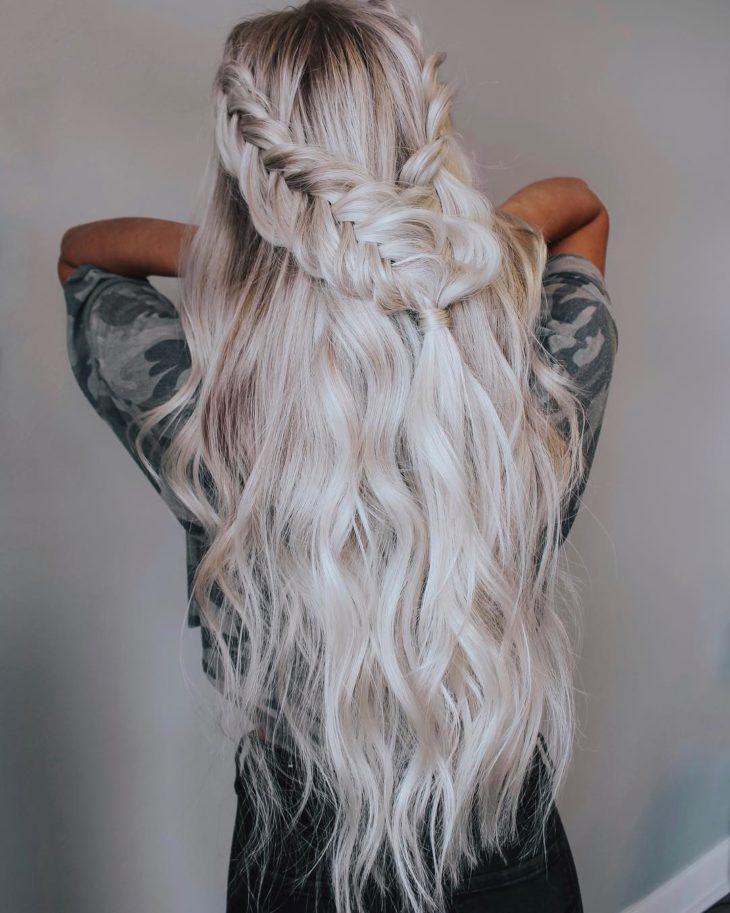 cabelo longo platinado