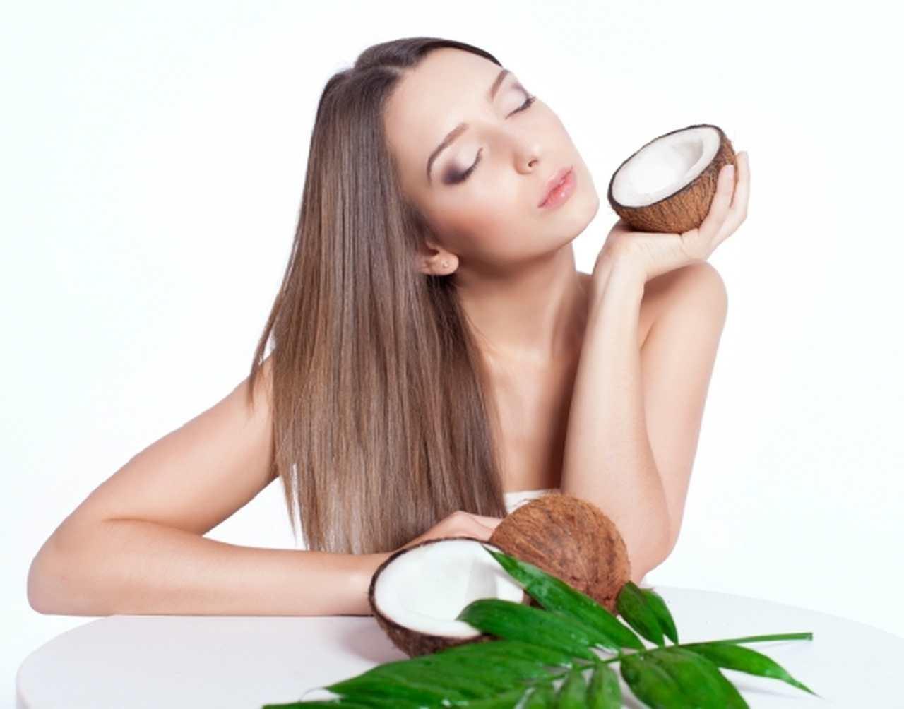 Água de coco hidrata o cabelo